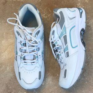 Vionic Walker Classic White Sneakers 9.5